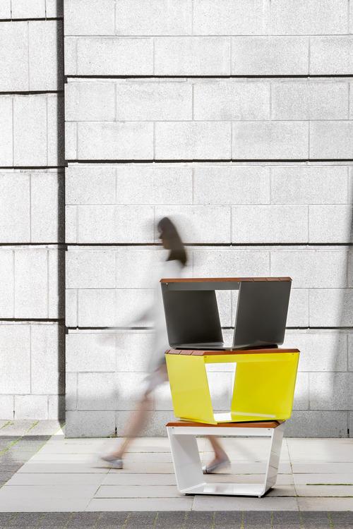La collection de mobilier urbain exa par marc boudreau et for Architecture deconstructiviste