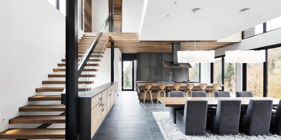 un chalet la fois moderne et rustique con u par manuel r cisneros l 39 poque chez lemay mma. Black Bedroom Furniture Sets. Home Design Ideas