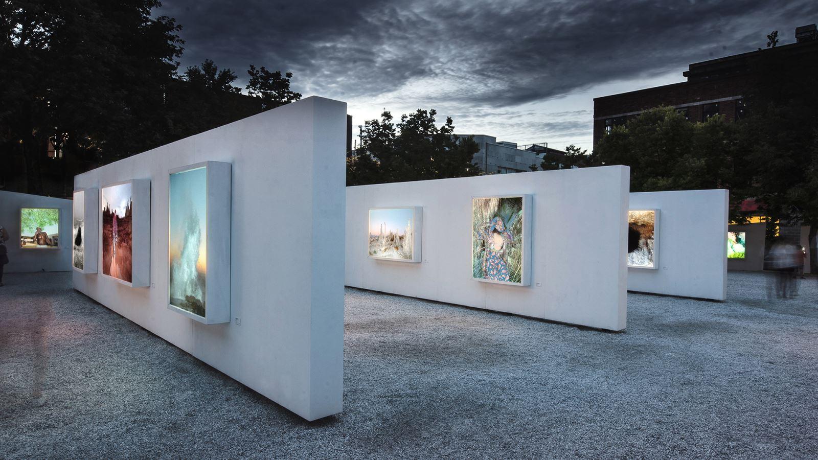 Photo De Galerie Exterieur blanc : une galerie d'art à ciel ouvert - index-design.ca